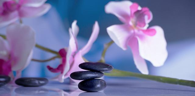Cómo hacer un masaje relajante con piedras calientes, curso online de Terapias García y Lledó